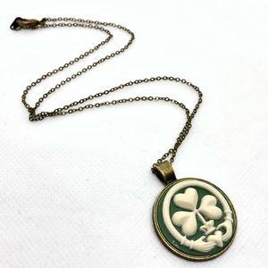 Jewelry - 🆕Green & Cream Irish Claddagh Cameo Necklace